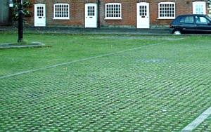 mélange terre pierre parking paysagé parking végétalisé parking vert